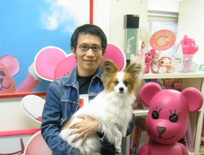 Japanese artist Kazuhiko Hachiya with his beloved dog,テン, Ten, and his kawaii creation, PostPet. Photo by Judit Kawaguchi