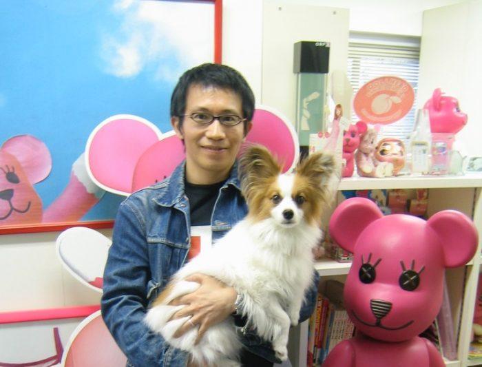 Artist Kazuhiko Hachiya and his cute dog,Ten and his kawaii creation PostPet. Photo by Judit Kawaguchi