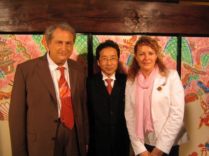 Artists Marcestel, Rei Torii & journalist Judit Kawaguchi at Torii's exhibition in Tokyo in August 2006