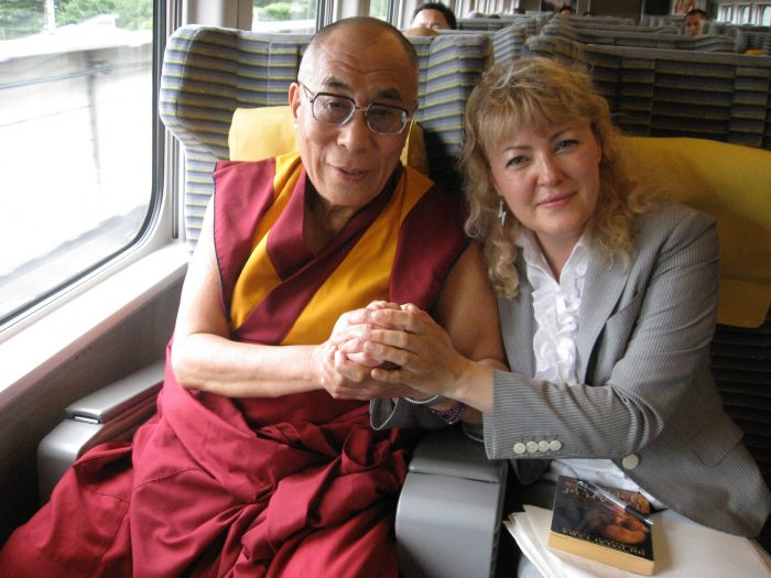 Hi Holiness the Dalai Lama and Judit Kawaguchi in the shinkansen on their way to Nagano