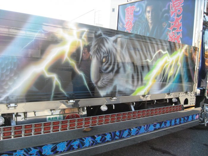 Dekotora movie producer Sudo Tamegoro reflected on the side of this gorgeous dekotora. Photo by Judit Kawaguchi
