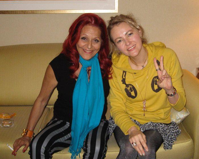 Fashion designer and stylist Patricia Field with journalist Judit Kawaguchi in Tokyo.