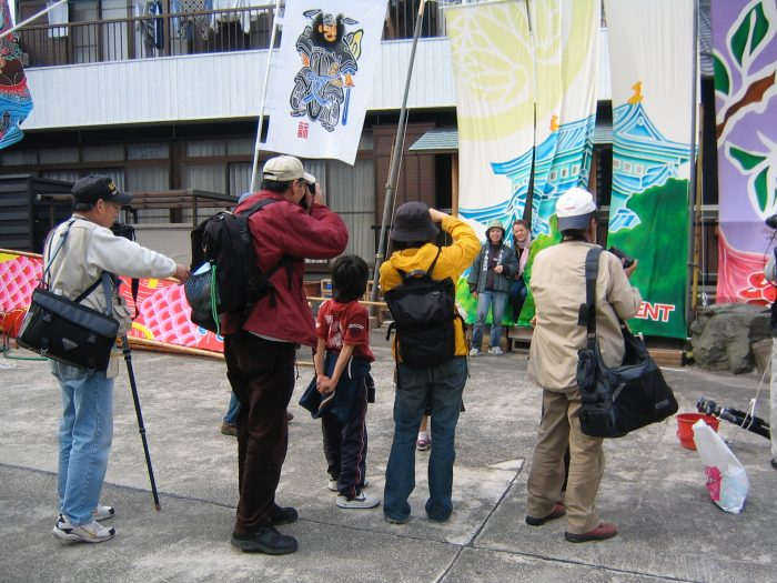 Judit Kawaguchi posing with tourists while shooting for NHK TV @ Japan