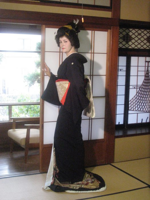 Judit Kawaguchi as geisha