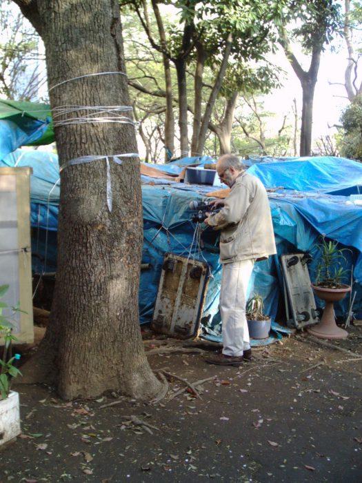 Radovan Tadic filming the homeless in Tokyo. Pic by Judit Kawaguchi
